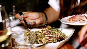 salad-benefits of mindful eating
