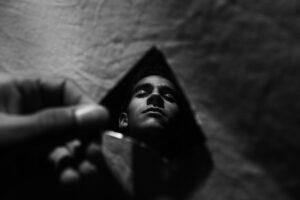 mirror-darkness-male