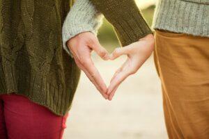 hands-couple-heart